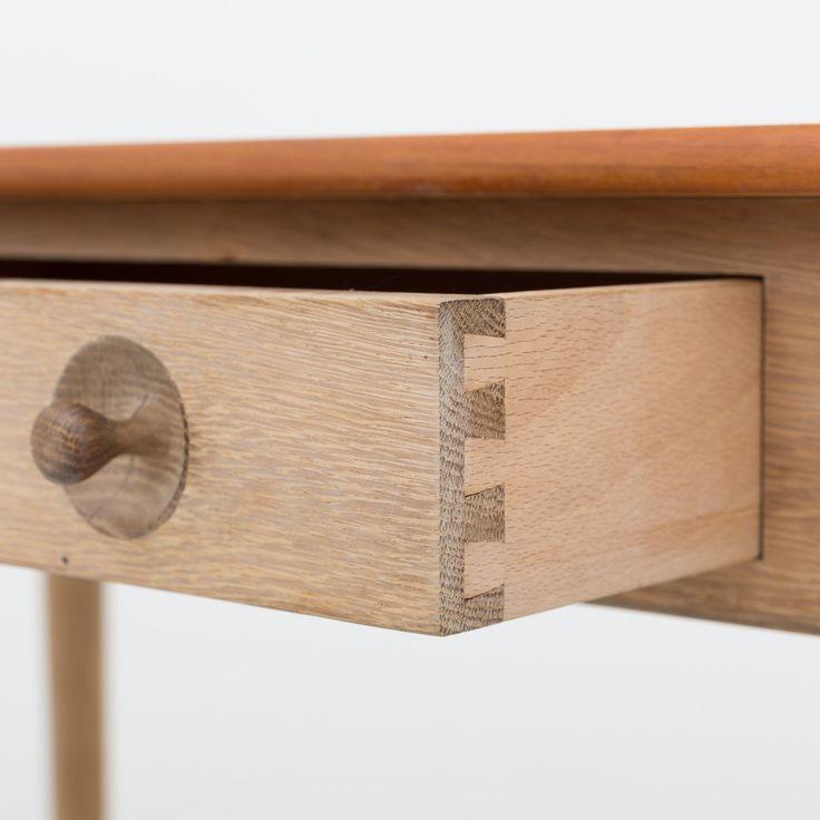 RY 32 - Women's desk in mahogany