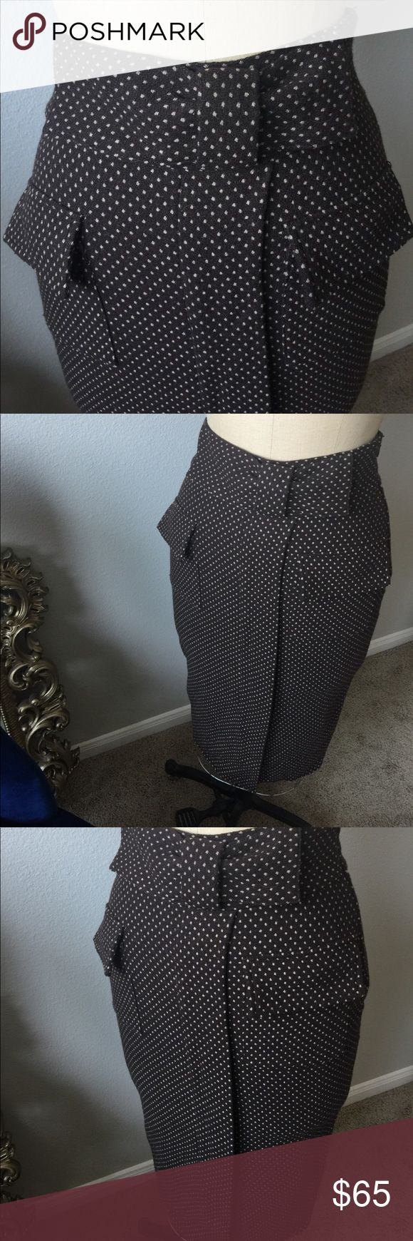 Diane von Furstenburg Brown Pencil Skirt Brown Pencil Skirt with Bow Detail at waist. Diane VonFurstenburg. Size 4. Measures 28 inches long. Two front pockets. 9 inch slit in front. A beautiful skirt!! Diane von Furstenberg Skirts Pencil