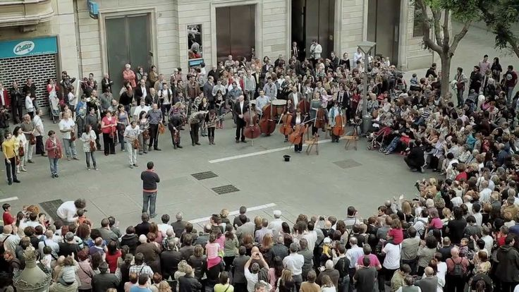 A Little Girl Put Some Money Into The Hat Of A Street Musician. What Happened Next Stunned An Entire City. Som Sabadell flashmob - BANCO SABADELL