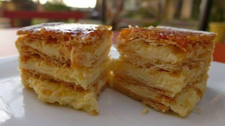 Bine ati venit in Bucataria Romaneasca Ingrediente pentru prajitura Napoleon – reteta originala: 2 cani de faina + 4 linguri de faina 1 cutie de margarina de 250 de grame