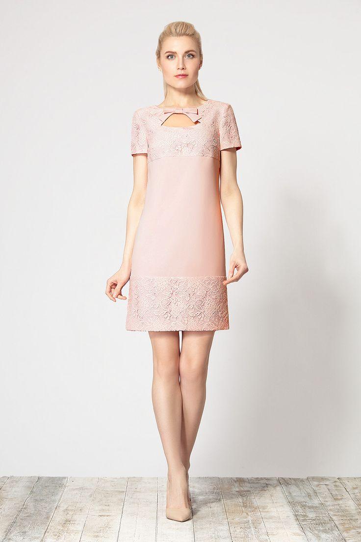 Стильное платье, выполненное из высококачественного  материала в сочетании с изящным кружевным полотном от Devita.