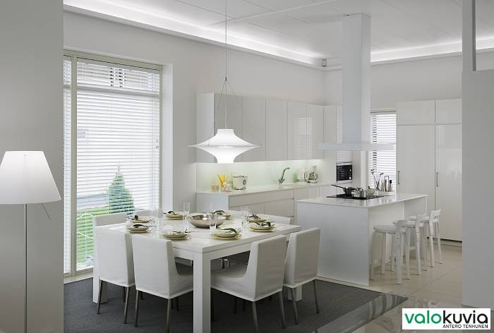White kitchen with plenty of sunlight! Look at the faucet: It's La Cucina Alessi by Oras.