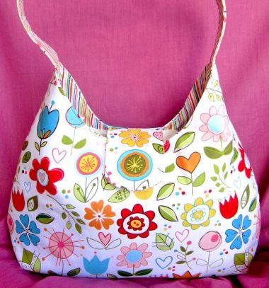 One handle colorful flower handbag (free sewing pattern) // Vidám virágos kis táska (retikül) - ingyenes szabásminta // Mindy - craft tutorial collection