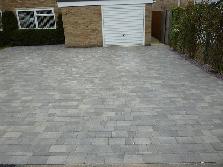 This large modern block paved driveway was created by AWBS Landscaping in Oxford using Brett Alpha silver grey mixed size block paving. #GardenLandscapingOxford #BlockPavedDriveways #DrivewayIdeas