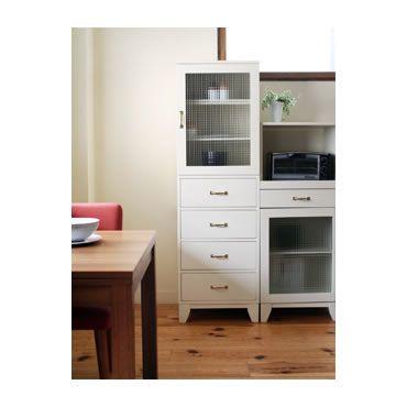 新居に引っ越しして約半年、物を増やさない等、色々言っていましたが、やっぱり物は増えます。。キッチンには収納が少なく、食器は増すばかりで、だんだん置く場所がなくなってきました〜。やっぱり食器棚は必要だな。。と探していたら、unicoのこれ!か