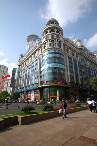 Stroll Nanjing Lu - the famous #Shanghai shopping street #China