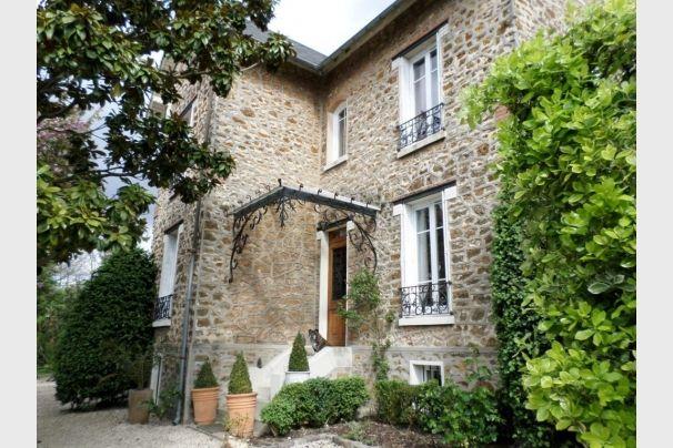 Petit coin de paradis : une maison à vendre à Sucy en Brie en Ile de france. Bon à savoir : l'agence Orpi Cinier Immobilier réalise aussi des estimations d'appartement à Sucy en Brie