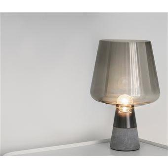 Ga voor een indrukwekkende look met deze unieke lamp van iittala! De Leimu heeft een betonnen voet en een betoverende glazen lampenkap. De heldere koperkleur zorgt voor een stijlvolle verlichting. Gemaakt van mondgeblazen glas en dus altijd uniek!