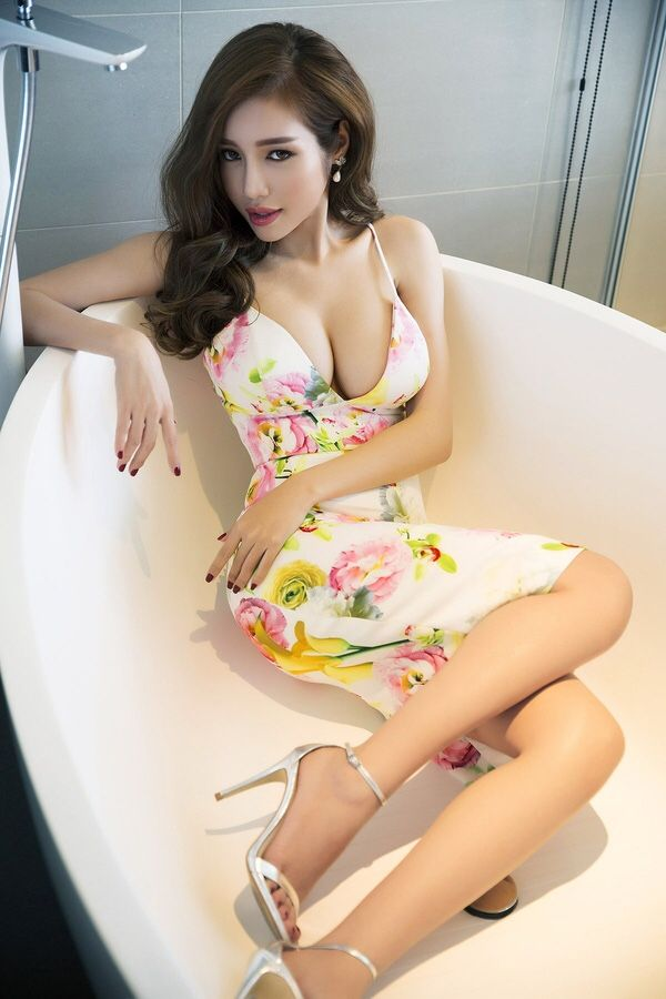 """my-tight-little-skirt: """"Why is she in the tub? Follow for more posts daily! 23,000 Followers! http://my-tight-little-skirt.tumblr.com/ """" Wow! Sexy! and Elegance!"""
