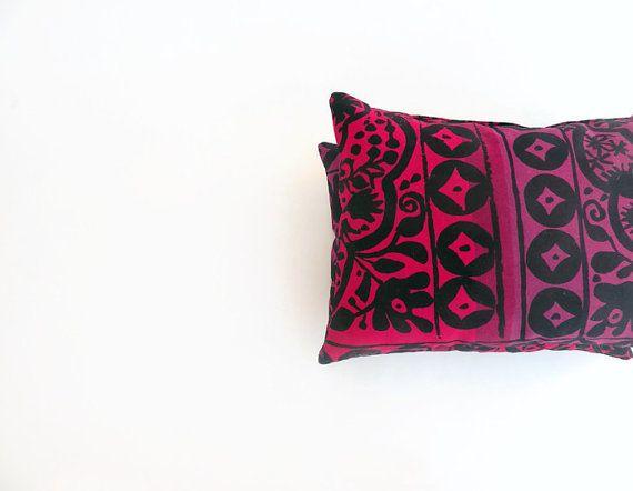 Marimekko Fuchsia/Purple Kulkunen neck pillow.