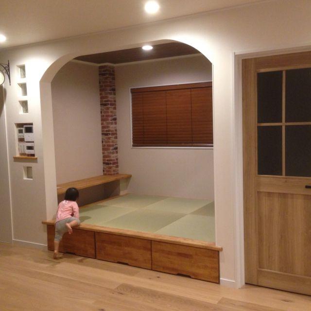 aripiro.MAXさんの、ガラスブロック,レンガ壁紙,畳コーナー,アーチ,新築,カフェ風,スイッチニッチ,リビング,のお部屋写真