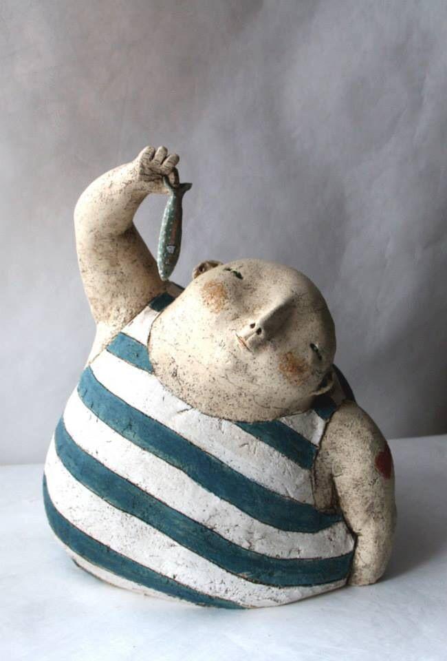 Anne-Sophie Gilloen создала свой удивительный мир скульптур, совсем не пафосных и статичных, а очень трогательных и наполненных теплыми воспоминаниями. В этом маленьком мире любят деревья, объятия, морковку, птиц, животных, книги, чемоданы и цветы :) Каждый погружен в свое дело, даже если оно на первый взгляд совсем и не дело, а для кого-то вообще пустая трата времени, но в этом мире именн…