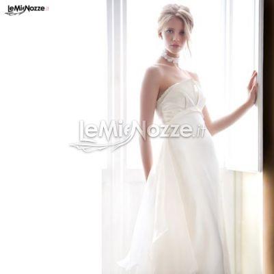 http://www.lemienozze.it/operatori-matrimonio/vestiti_da_sposa/urbano-della-scala/media/foto/9  Abito senza spalline dalla linea morbida
