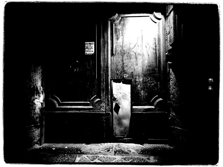 Naples  3 days photo workshop in Naples with Nicolas Pascarel photography. http://www.pascarelphoto.com