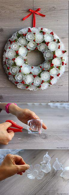 Нежный морозный венок из пластиковых яичных лотков.