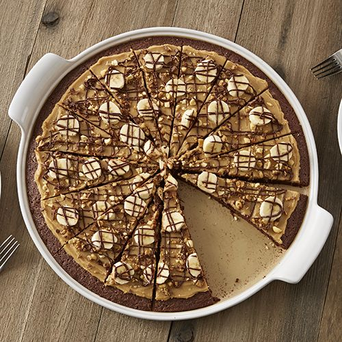 Peanutty Brownie Pizza - The Pampered Chef® Find more holiday recipe tips at www.pamperedchef.biz/aimeewoodley > Inspiration