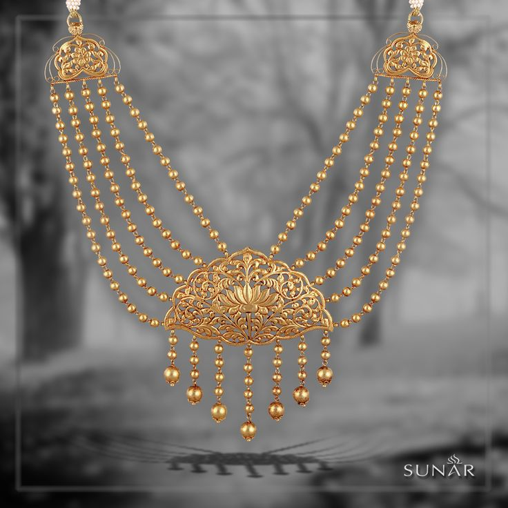 Look like an outline of glamour and make everyone crave to win your heart and melt over the beauty that you create with this master piece born in the by lanes of ‪#‎sunar‬. ‪#‎SunarJewelsIndia‬