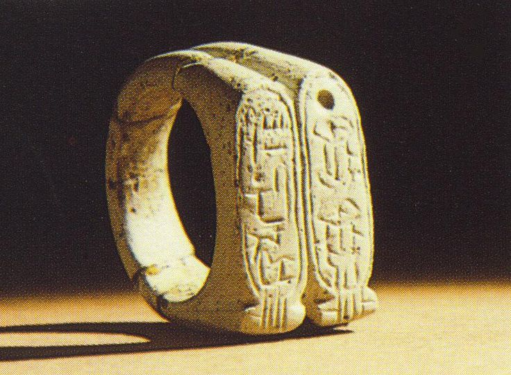 Found an actual picture of the Cubs 1908 World Series ring ...