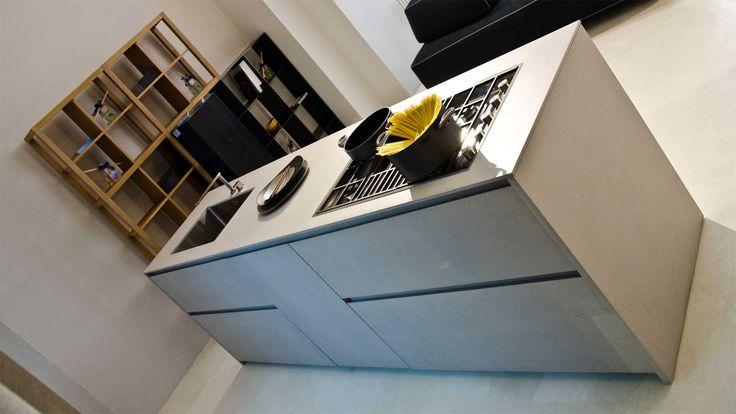 OPERART suggestive design - Show-room Expo 2015 Zampieri cucine_Linek  Cucina in resina grigia Cucine di design Cucina a isola