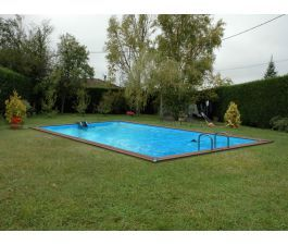 Les 25 meilleures id es de la cat gorie piscine bois for Piscine carree semi enterree