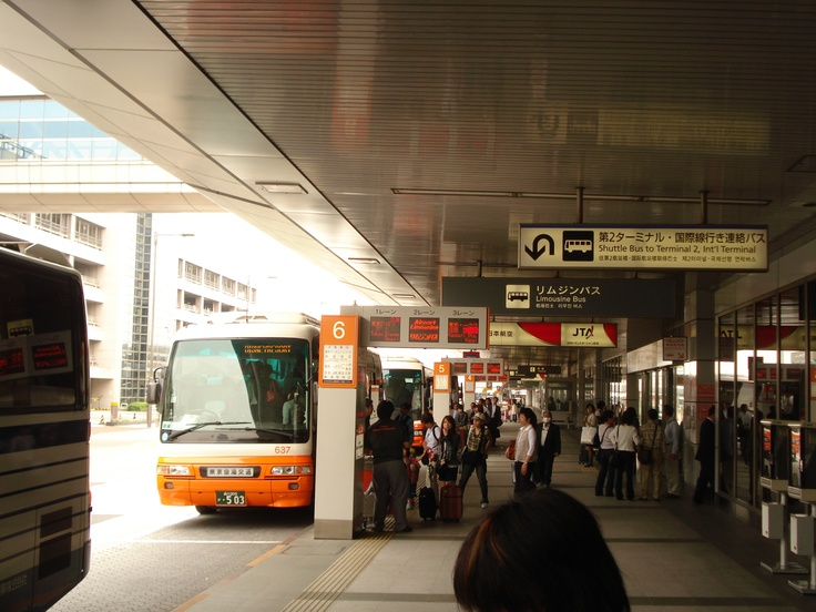 Want to go to Disney Land instead of going home?  That bus at Tokyo Haneda airport could've taken us there. 帰ることよりディズニーランドに行くのが欲しいの?東京の羽田空港にそのバスは連れて行ってくれられた。
