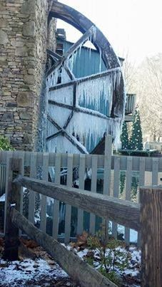 17 best images about christmastime gatlinburg pigeon for American eagle cabin pigeon forge tn