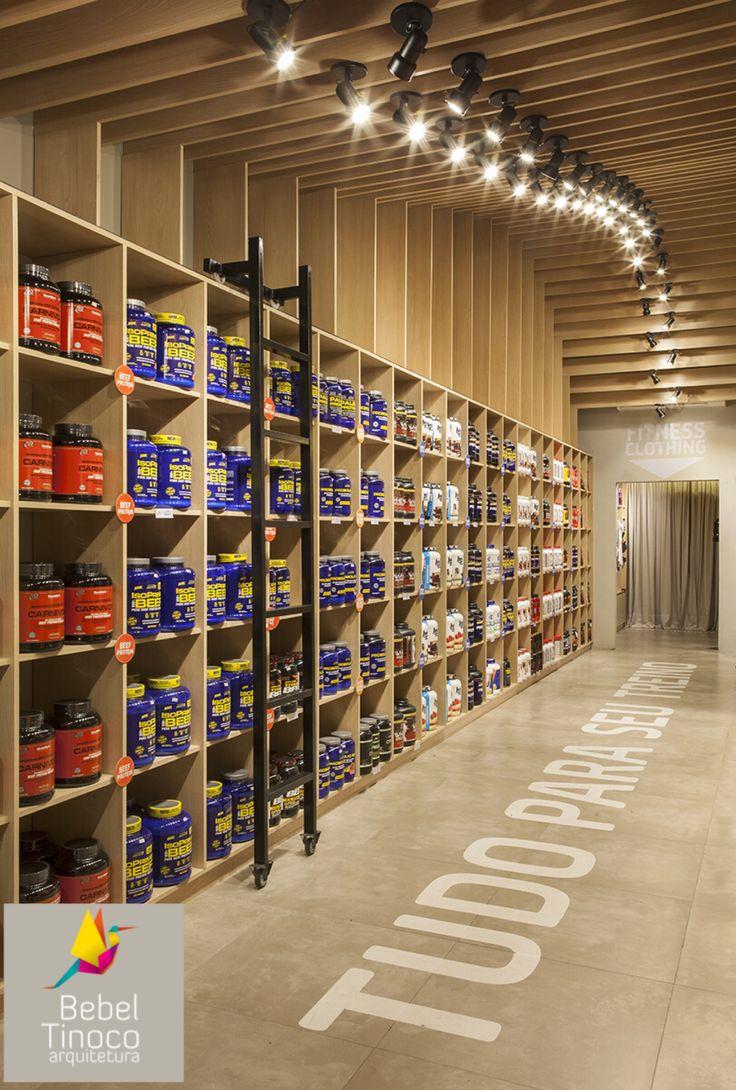 Projeto comercial de uma loja de suplementos alimentares e funcionais que tive a preocupação de não seguir o padrão de arquitetura fria desse tipo de segmento. #retail #suplementos #comercial #loja #marcenaria