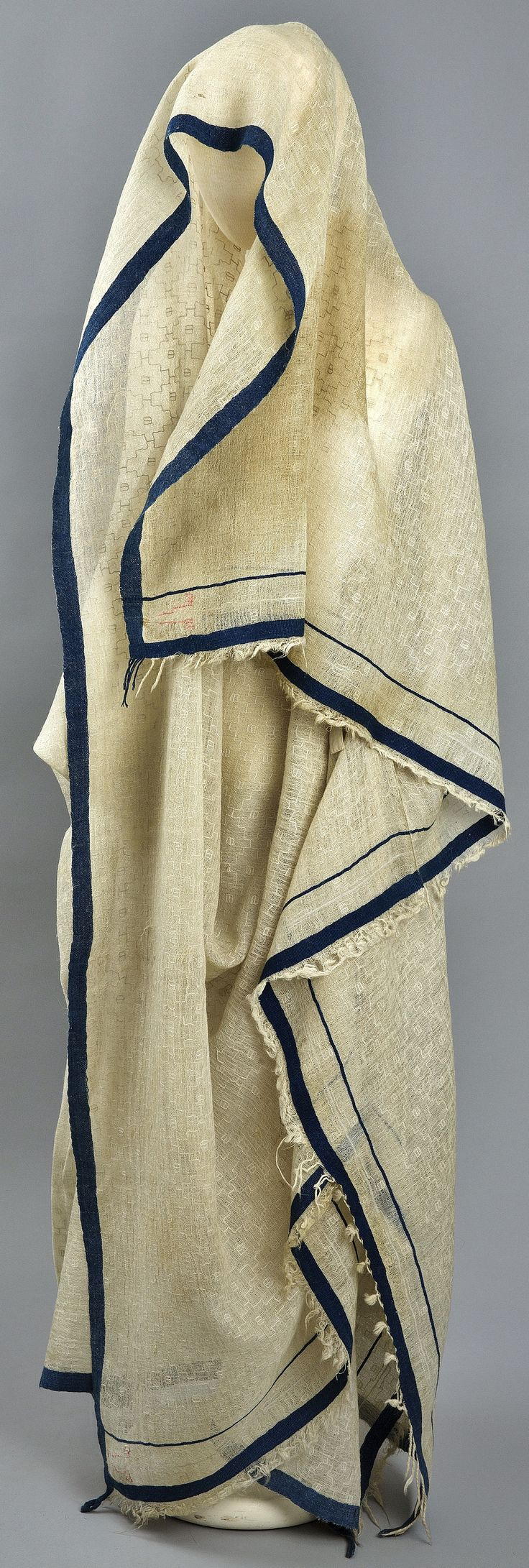 Late-Ottoman street-wear from Erzurum/Karin. End of 19th century. Called 'çarşaf' (blanket). Made of fine wool. Originating from an Armenian household. (The Russian Museum of Ethnography, St.Petersburg).