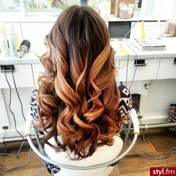 Fryzury Kręcone włosy: Fryzury Długie Na co dzień Kręcone - Vv.O.sS - 2800083 on We Heart It