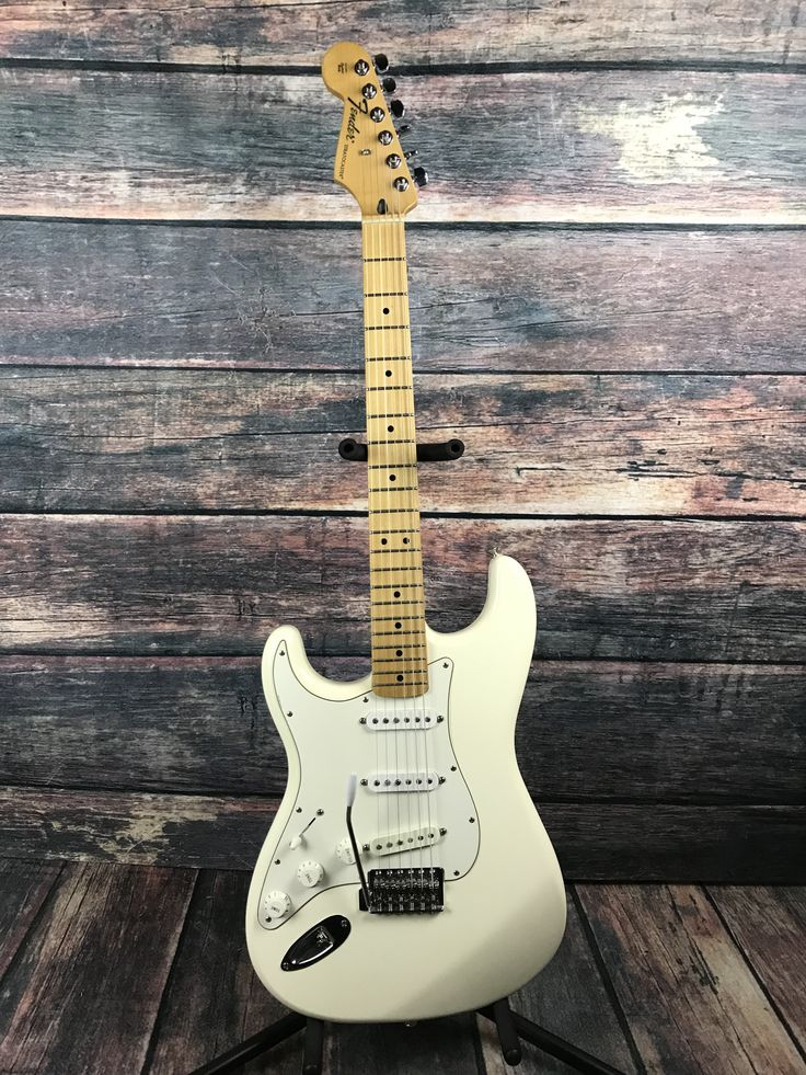 Used Fender 2008 Left Handed Mexican Stratocaster with Gig bag