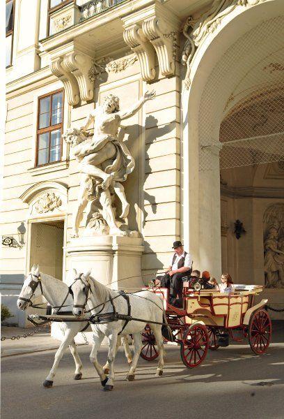 Jeder Wien-Besucher muss einmal im Fiaker gesessen haben. Achtung, die Nostalgie hat ihren Preis!.