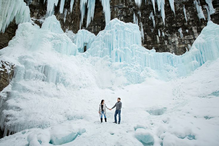 Winter engagement session, winter engagement, Johnston Canyon engagement, outdoor portraits, adventure session, mountain engagement, canadian engagement, winter wonderland, #banffengagement #banffweddingphotographer