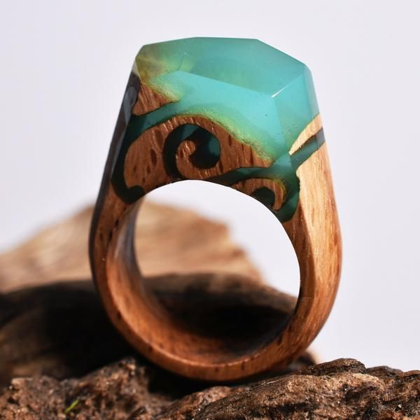 Majestic Thicket Hide in the thicket and find the flower that is waiting for you to pick it. This ring is made ofcloudy turquoise resin. The base is a light oa