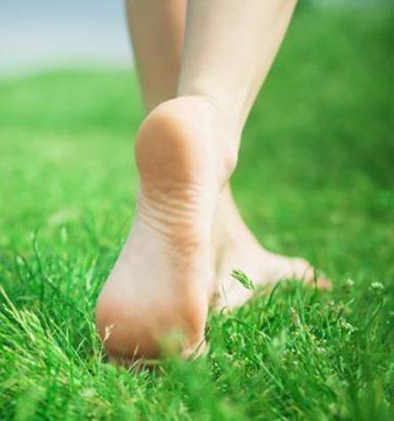 Bruciore ai piedi: cause e rimedi naturali per alleviarlo - Ambiente Bio