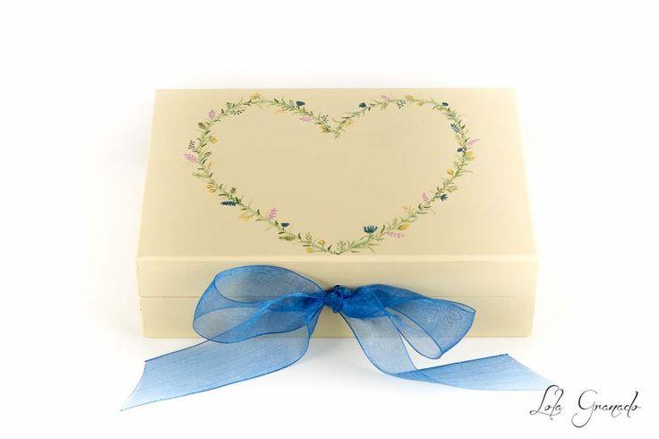 Caja porta anillos corazón floral