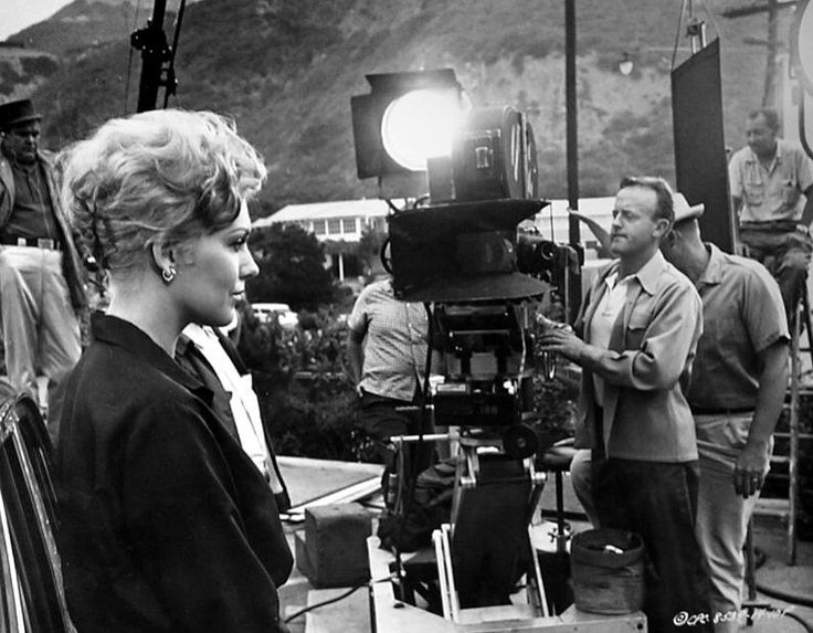 Kim Novak on the set of STRANGERS WHEN WE MEET