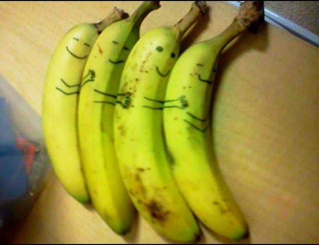 Cool bananas!: Laughing, Funny Things, Bananas Cuddling, Food, Giggles, Random, Funny Stuff, Spoons Bananas, Smile