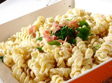 Salada de Macarr�o com Presunto - Veja mais em: http://www.cybercook.com.br/receita-de-salada-de-macarrao-com-presunto.html?codigo=359