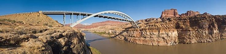Los tipos de puentes que se han hecho a lo largo de la historia han sido diseñados y creados en funcion del contexto socioeconómico y cultural.