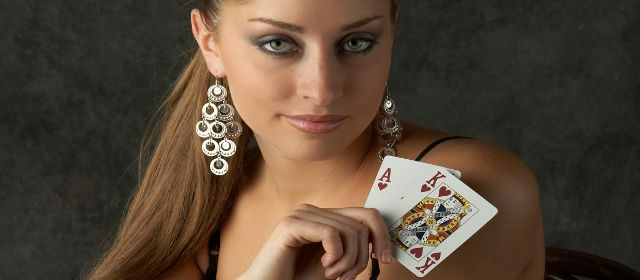 Play with live dealers in online casino games and win real money..!!