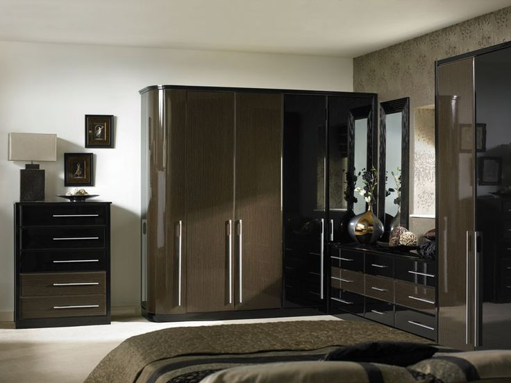 Venice Ed Bedroom Showing Wardrobes Cabinets And Cupboards Finished In A High Gloss Ebony Black