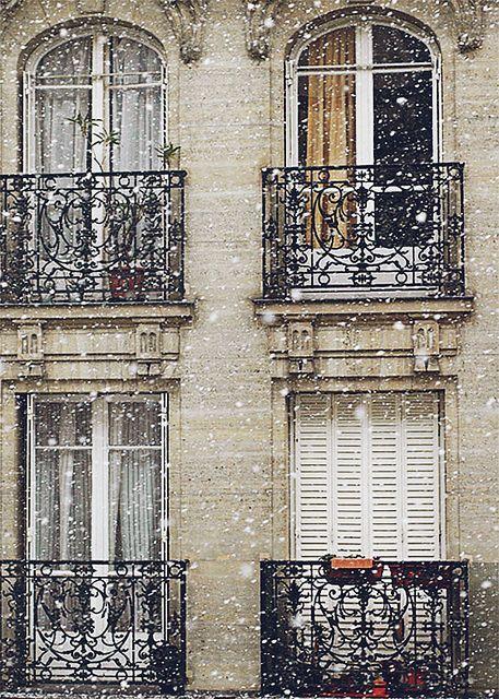 ♔ Snow falling in Paris