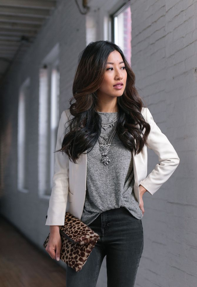 casual friday dress code // jeans + tee + blazer outfit