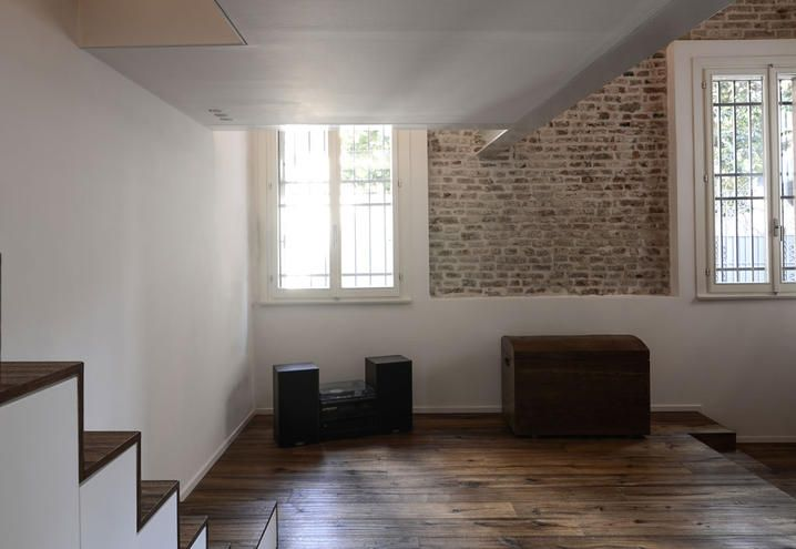 Un moderno loft in un antico palazzo