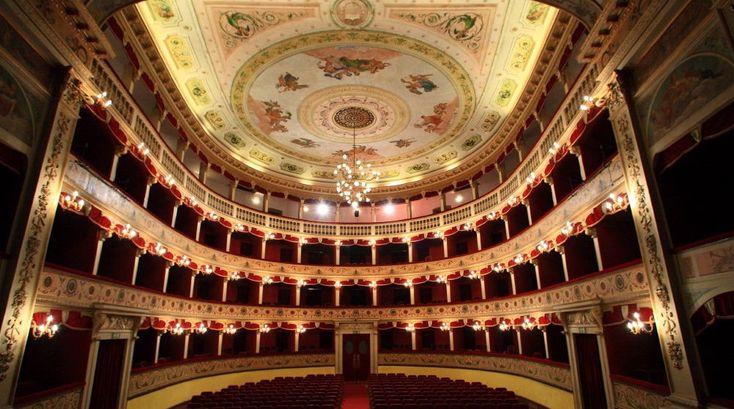 Il teatro è poesia che esce da un libro per farsi umana...#visita #teatro #pirandello #arte #cultura #poesia #letteratura #tradizione #pittura #scultura #tesori #meraviglie #italia #archeologia #mare #spiagge #boutiquehotel #palazzodelteatro #agrigento #sicilia