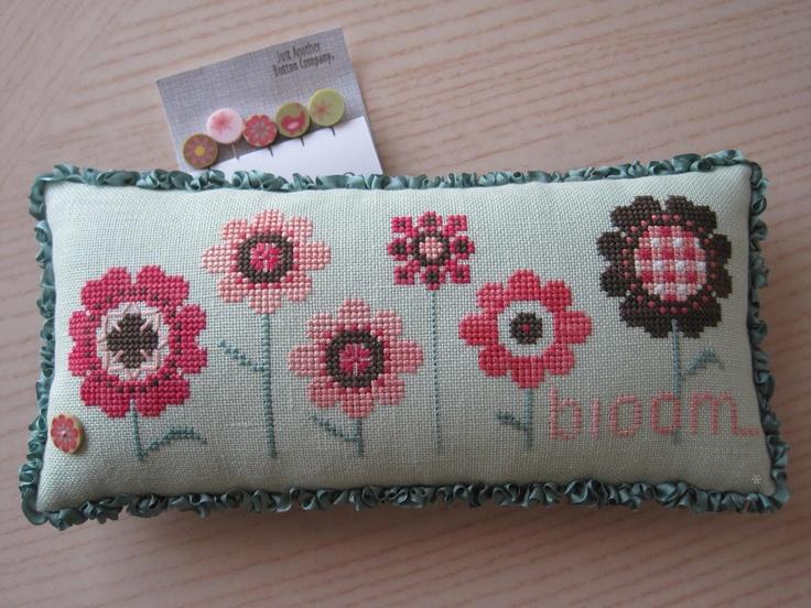 Bloom Pincushion.......love love love this!!!!