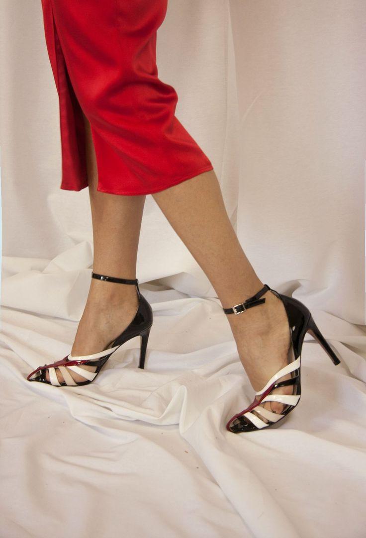Colaboración con @leie_es , estilo lencero para invitadas sexys, diferentes y con estilo, disponible en varios colores.  SHOP -> http://eturelshop.com/product/eturelanjana-rojo