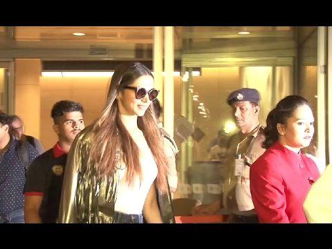 Deepika Padukone SPOTTED at Mumbai airport.