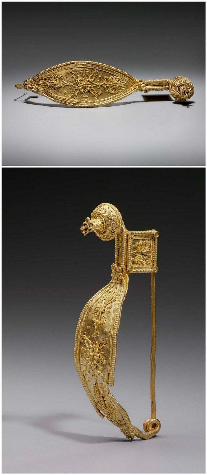 Pin (fibula). Greek, South Italian. Early Hellenistic Period 320–280 B.C. Gold.