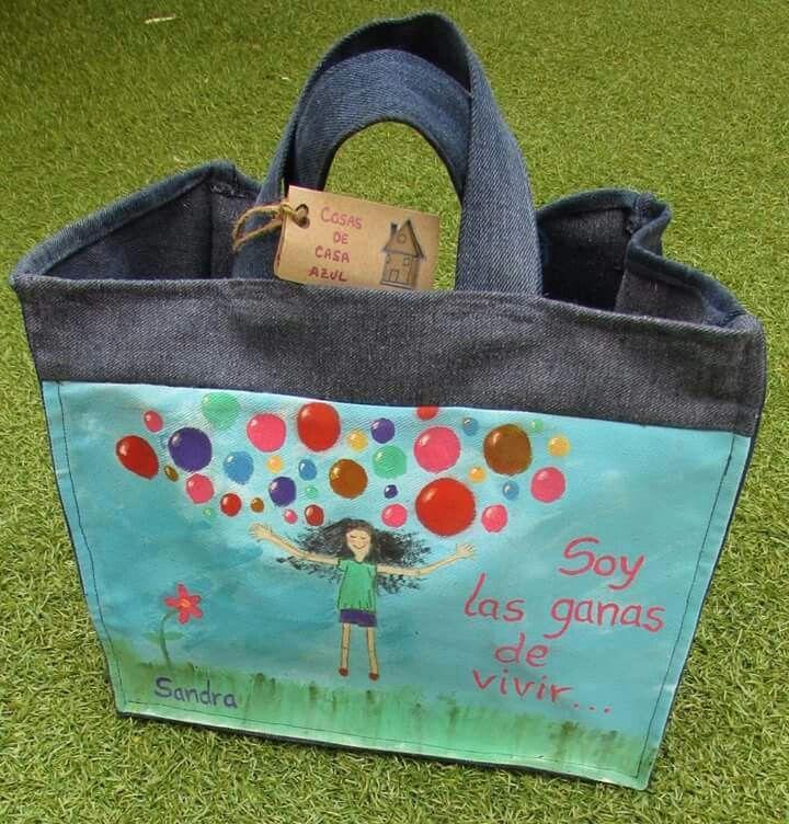 Bolsa de almuerzo realizada con telas recicladas y pintada a mano con pinturas para textiles